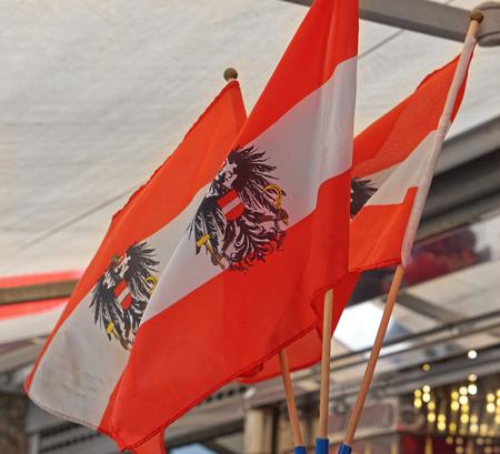 Drei österreichische Fahnen mit Adler Standard-Bild - 81471619