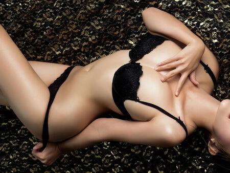 naked young women: Красивая стройная тело женщины на черном фоне Фото со стока