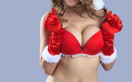 big boobs: Carrocer�a atractiva hermosa de la mujer modelo de santa - en el estudio Foto de archivo