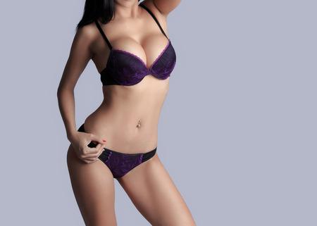 femmes nues sexy: Belle corps mince de la femme en studio Banque d'images