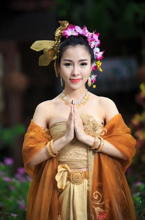 タイの伝統的な衣装でタイの女性 写真素材