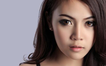 edad media: Hermoso rostro de mujer joven con el espacio de la copia Foto de archivo