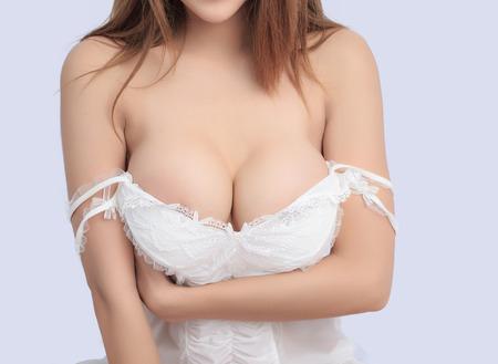 beaux seins: Belle corps mince de la femme en studio Banque d'images