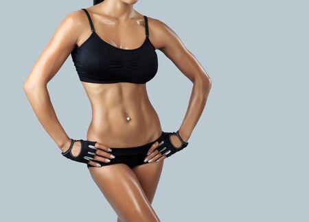 big boobs: Hermosa modelo de fitness femenino - tiro del estudio Foto de archivo
