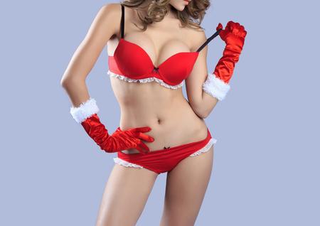 big boobs: Carrocería atractiva hermosa de la mujer modelo de santa - en el estudio Foto de archivo