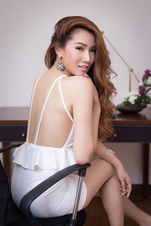 secretaria sexy: Empresaria joven hermosa en la oficina Foto de archivo