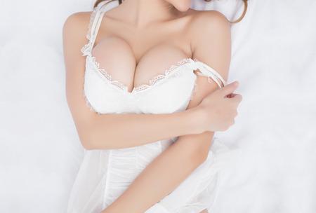 mujeres eroticas: Beautiful delgado cuerpo de mujer en estudio Foto de archivo