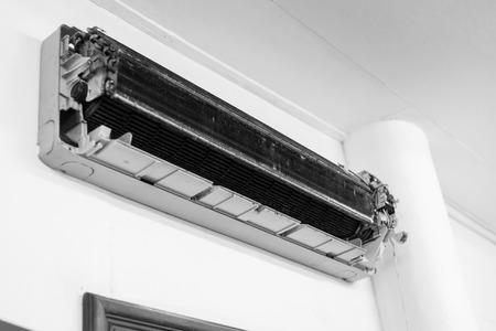 Le climatiseur enlève le masque - de nombreuses poussières dans la bobine doivent être nettoyées.