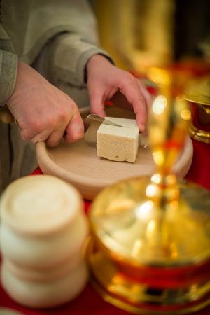 orthodoxy: the sacrament, the Christian faith, the faith of catalytic, hands the priest cut the bread