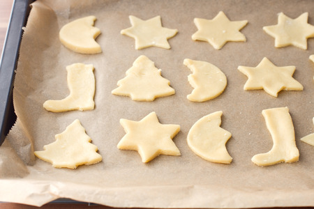 winter wheat: Raw cookies for christmas on a baking paper