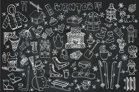 Winter seizoen doodle set.Christmas symbolen, nieuwe jaar elementen. Gebreide slijtage, wintersport, sneeuwvlokken, vogels, sneeuwman, open haard met andere Hand getrokken vector, geïsoleerd op schoolbord achtergrond.