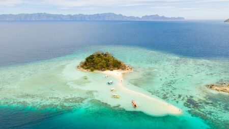 Tropical island Bulog Dos. Tourists walking along the sand bar aerial view.Philippines, Palawan Reklamní fotografie
