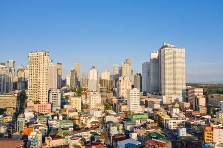 Cityscape of Makati, the business center of Manila, view from above. Asian metropolis in the morning, top view. Skyscrapers and residential neighborhoods, the capital of the Philippines. Modern city. Stockfoto