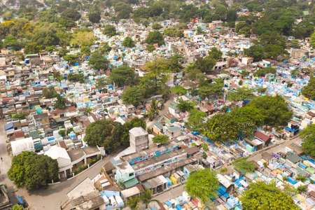 City cemetery in Manila, view from above. Many stone coffins and crypts. Old cemetery with residential buildings. Imagens