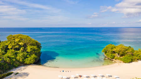 Blue sea and white sandy beach in sunny weather. Beautiful sea coast on the island of Barokai, Philippines, top view. Reklamní fotografie