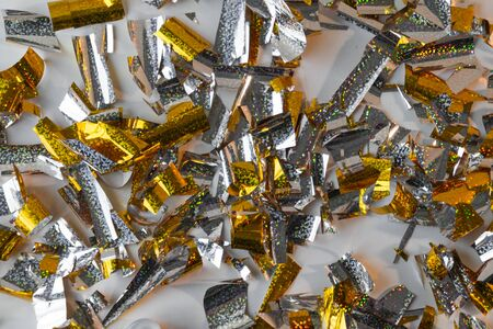 Photo background of rectangular confetti made of gold and silver foil. Imagens