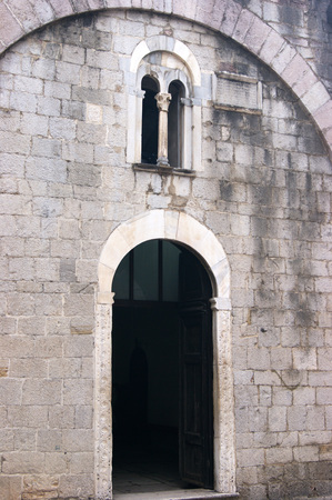 Entrance to the church of St. Lukes, Kotor Imagens