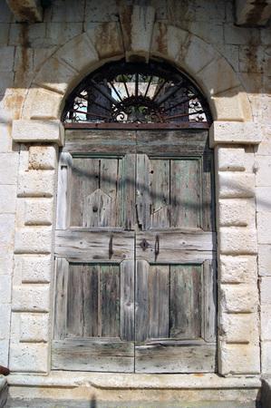 puertas viejas: Las puertas viejas en Dobrota Foto de archivo