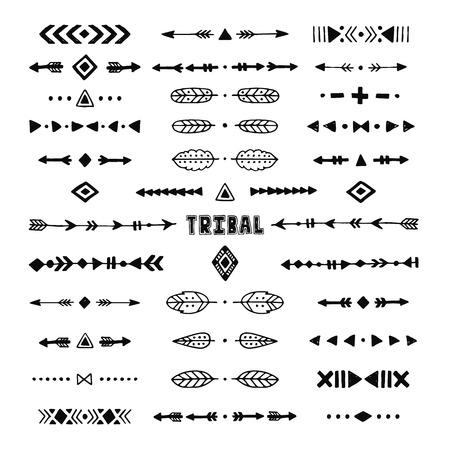 手描きのストローク、ライン、矢印、装飾的な要素、羽、幾何学模様のエスニック スタイルを持つ部族のコレクション  イラスト・ベクター素材