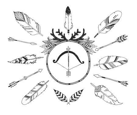 pluma: Dibujado a mano la colección tribal con las flechas y plumas para el diseño, invitaciones y más.