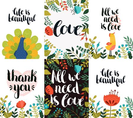 bonito: Conjunto de tarjetas de inspiración y románticas con letras dibujado a mano, pavo real, animal, pájaro, flores lindas y corazón. La vida es bella, Todo lo que necesitamos es amor, Gracias Vectores