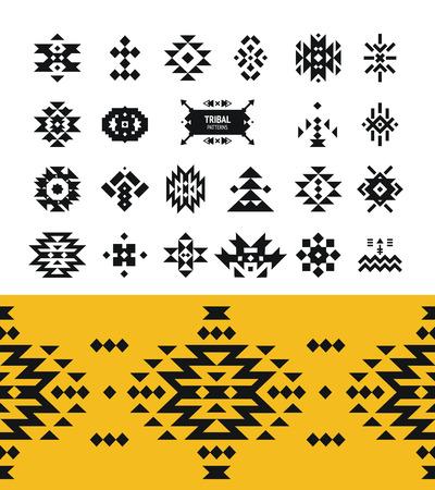 Vector éléments tribaux avec le logo de hippie, motifs aztèques et des symboles ethniques isolés sur fond blanc