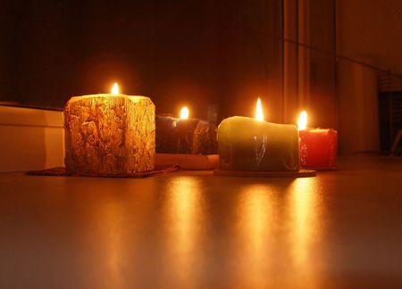 velas de navidad: Baje festivo velas  Foto de archivo