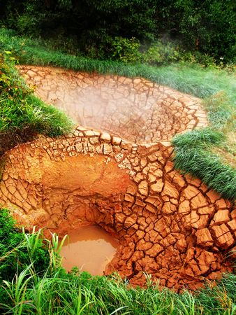 hot temper: Valle de los Geysers, fuentes de barro caliente  Foto de archivo
