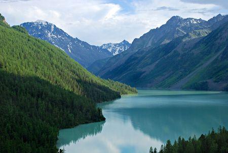 talus: Kucherlinskoe lago de monta�a, Altai, Rusia  Foto de archivo