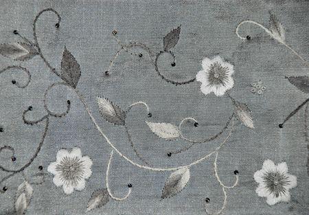 gestickt: Stickerei auf Seide grau, Design-Element