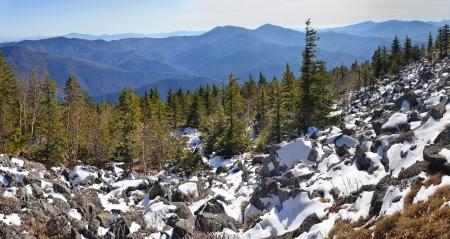 far east: Panorama de las monta?as de invierno, paisaje salvaje, taiga, Primorie, Lejano Oriente de Rusia