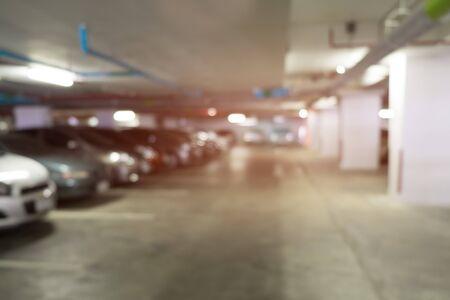 Defocus 실내 주차장의 배경 흐림