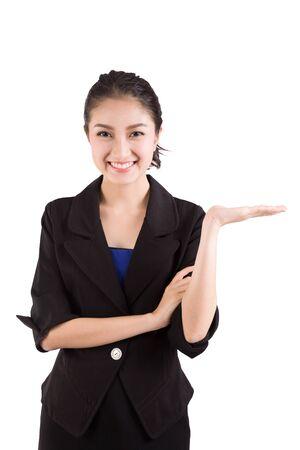 alzando la mano: Mujer de negocios que presenta un copyspace. Aislado en el fondo blanco