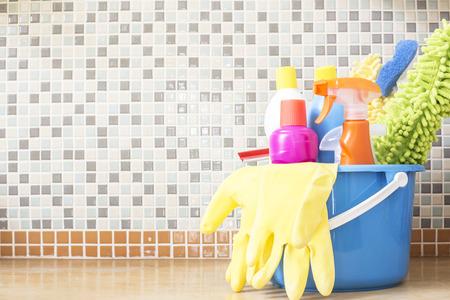Huis schoonmaken product op de tafel Stockfoto