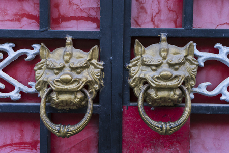 handle: door handle