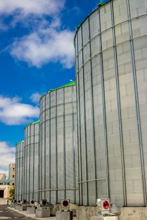 country store: Storage tanks for grain and oil products