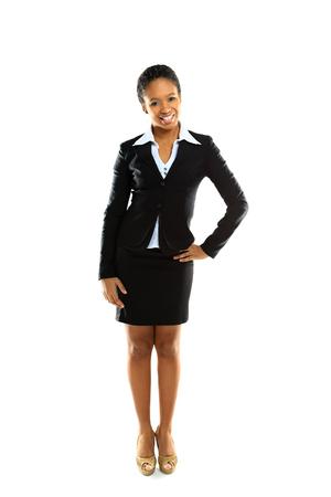 白い背景の上ポーズ陽気な若いビジネス女性の完全な長さ