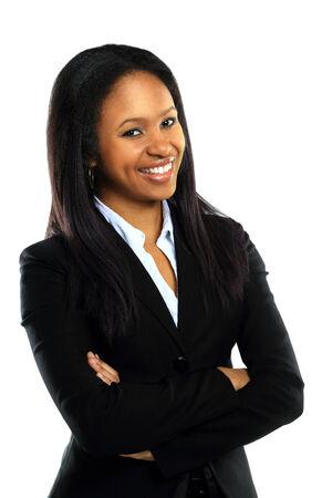 donne eleganti: Riuscita donna d'affari giovane con le mani giunte sorridente su sfondo bianco