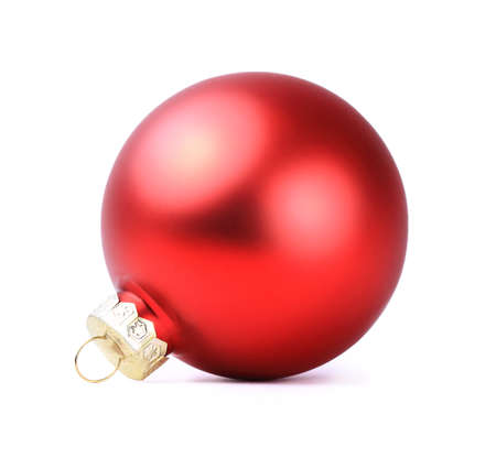 kerstbal rood: red christmas ball isolated on white