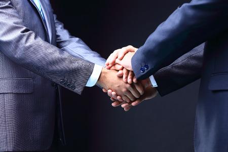 ビジネス握手。偉大なビジネス上の取引。 チームワークの概念