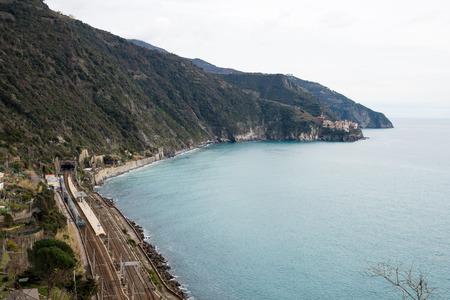 Corniglia railway station and distant view of manarola-cinque terre 5 terre Banco de Imagens