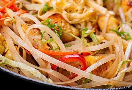 thai noodle: Thai food chicken fried slice with rice noodles
