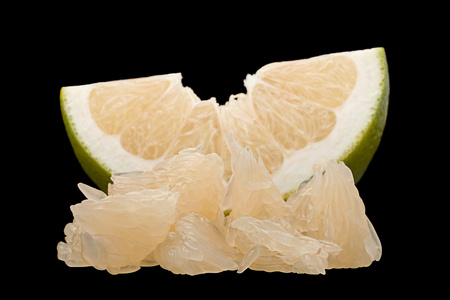 Pomelit hybrid pomelo and greapefruit isolated on black background Stok Fotoğraf