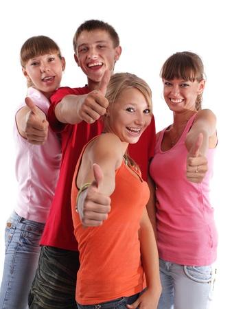 Feliz grupo de jóvenes en el blanco