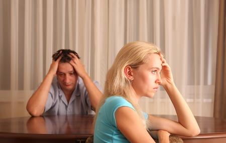 homme inquiet: Se quereller entre le mari et la femme