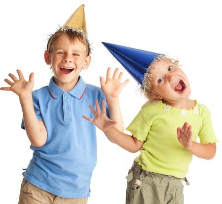 niños bailando: Niño feliz en un sombrero de fiesta