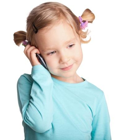 niños platicando: Niño con teléfono aislado en blanco