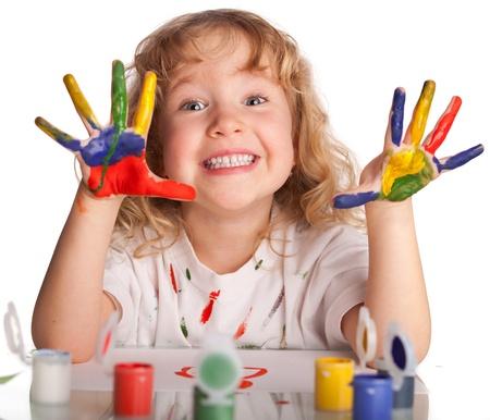 niños pintando: Littl niño, pintura dibujo. Aislado en blanco