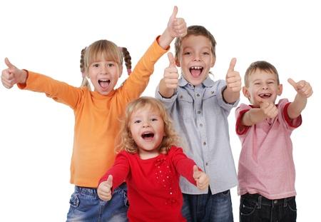 enfant qui pleure: Des enfants heureux montrant pouce vers le haut