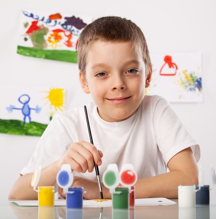 Kind auf einer Zeichnung Klasse